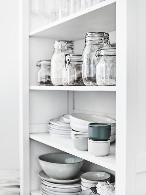 wit wandrek met glazen potten