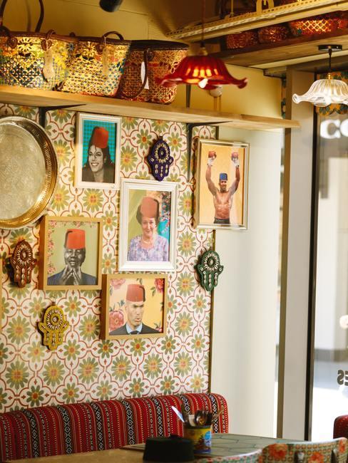 Wanddecoratie met diverse etno prints