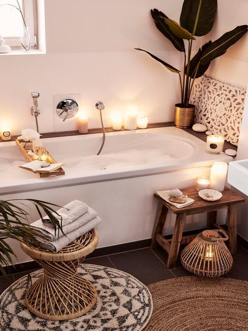 Badkamer in boho stijl en kaarsen