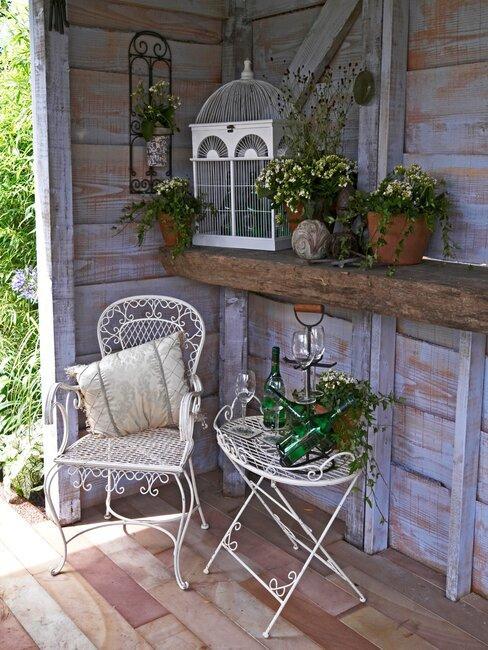 tuinhuis ingericht als relax ruimte