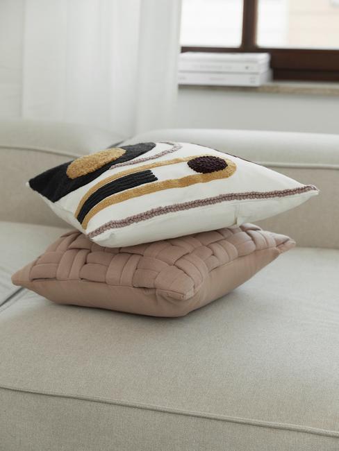 decoratieve kussens op witte lennon sofa