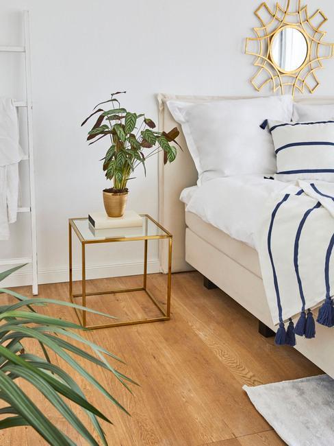 Metalen bijzettafel in goud kleur met plantenpot