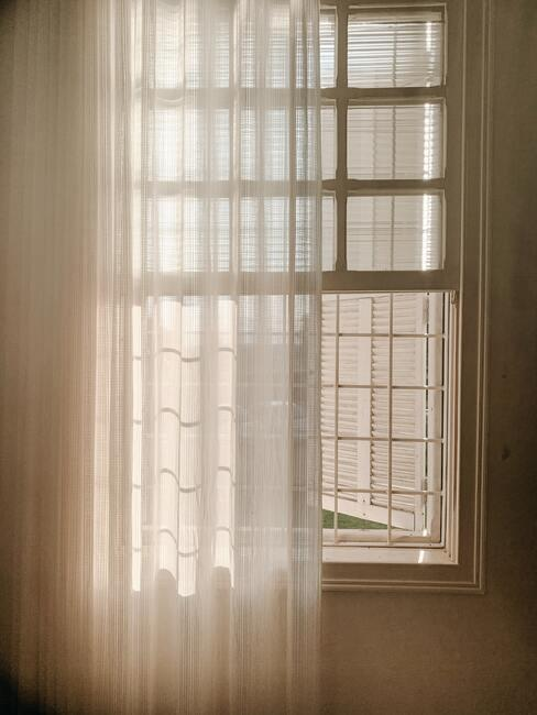 Zet ramen tegen elkaar open voor het snel verfrissen van de lucht in je huis