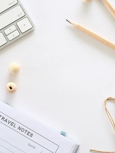 nietjes, notities op het bureau