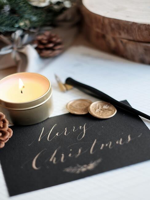 Zwarte kerstkaart met goudkleurige text