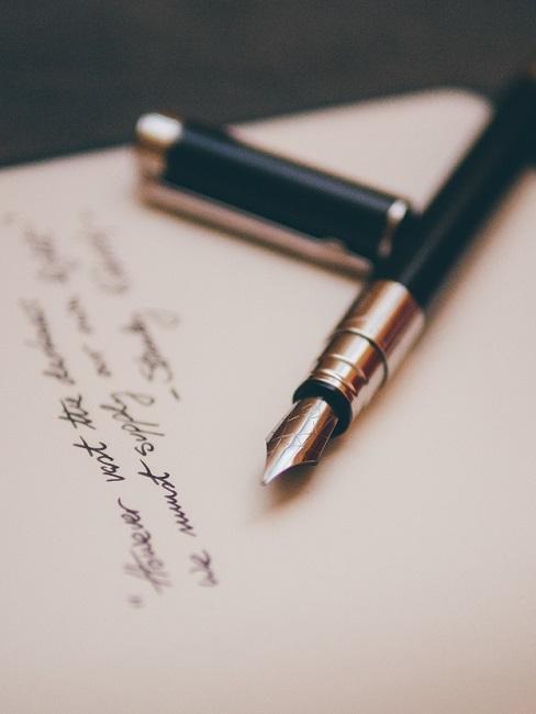 vaderdag gedicht met vulpen op blanco papier