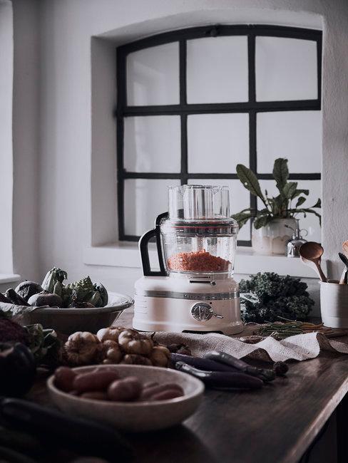 Kitchenaid Wit keukenmachine met groenten en raam