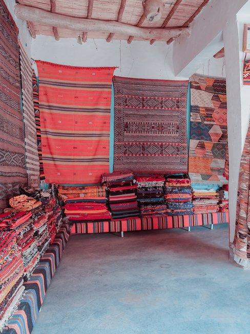 Kleurrijke vloerkleden markt