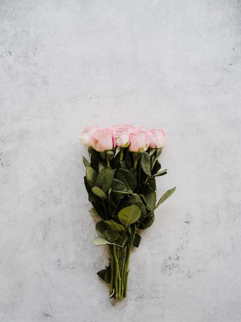 Valentijnskaart : een mooi boeket bloemen om cadeau te doen