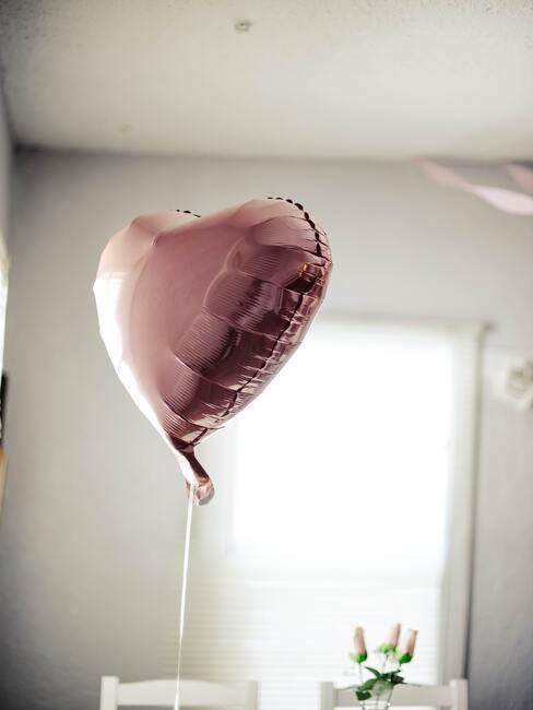 hartvormige roze ballon voor valentijnsdag