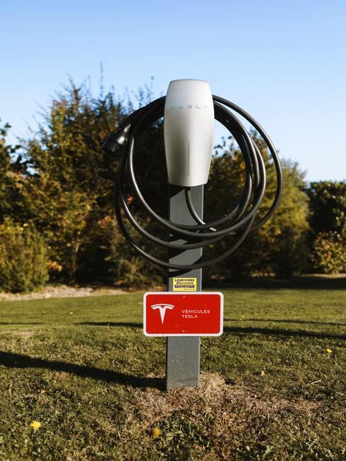 Elektrisch rijden met een laadpaal van Tesla