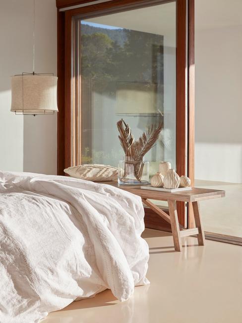 Een slaapkamer in Aardetinten