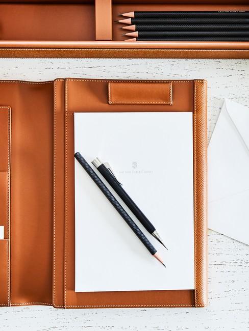 Cognac kleur map met notitieblok en pennen