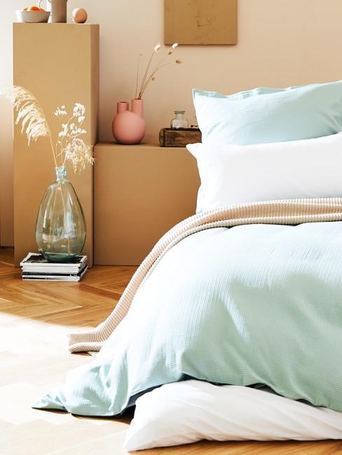 houten Visgraatvloer in een slaapkamer