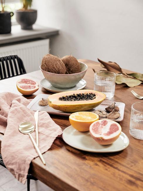 Gezonde Leefstijl met een tafel met fruit
