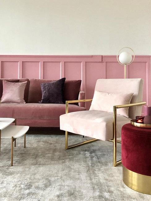 Oud roze bank in glam woonkamer