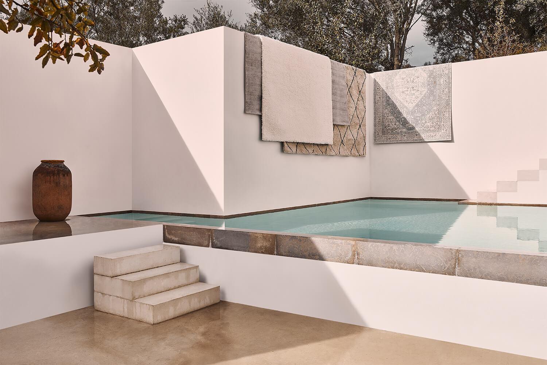 Outdoor zen stijl met witte basis en zwembad