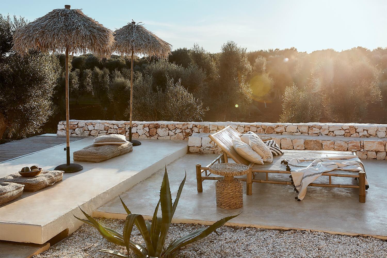 Finca feeling zomers Ibiza stijl met houten loungemeubels