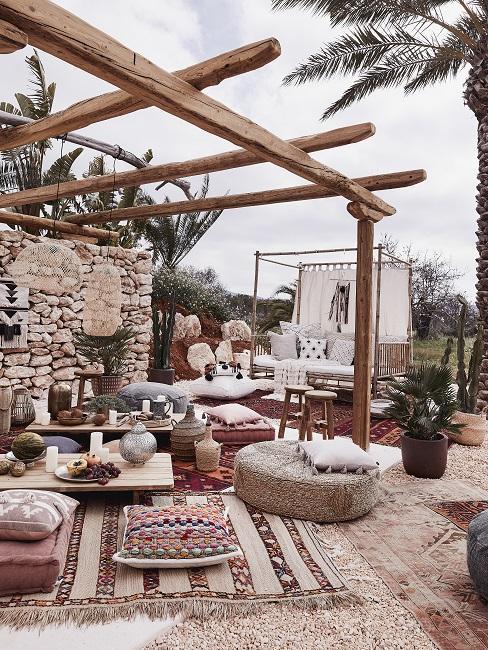 Inbiza stijl tuin inspiratie met bamboe meubels