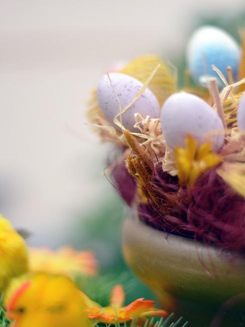 Tuindecoratie voor Pasen paasmandje