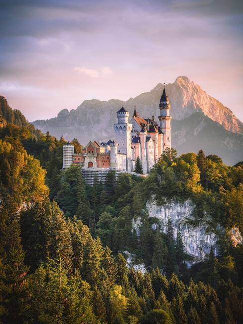Een mysterieus kasteel in Frankrijk aan de rivier als trouwlocatie