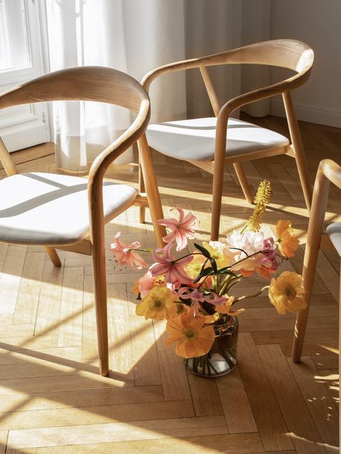 Design stoelen met bloemen