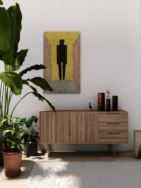 Houten commode met vaasdecoratie en wand met schilderij in design interieur