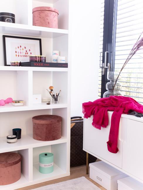 Glamroom witte kast met accessoires en make up