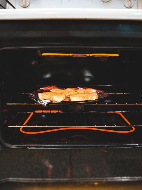 Zorgvuldig bereid gerecht gebakken in de oven
