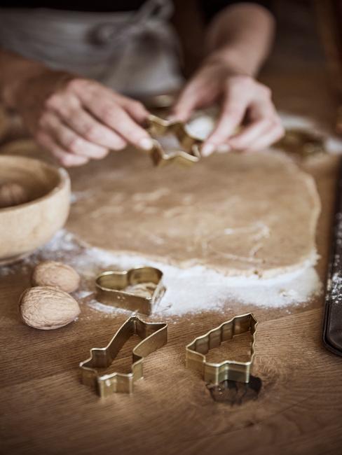 keukentips kerst: koekjes bakken met vormen