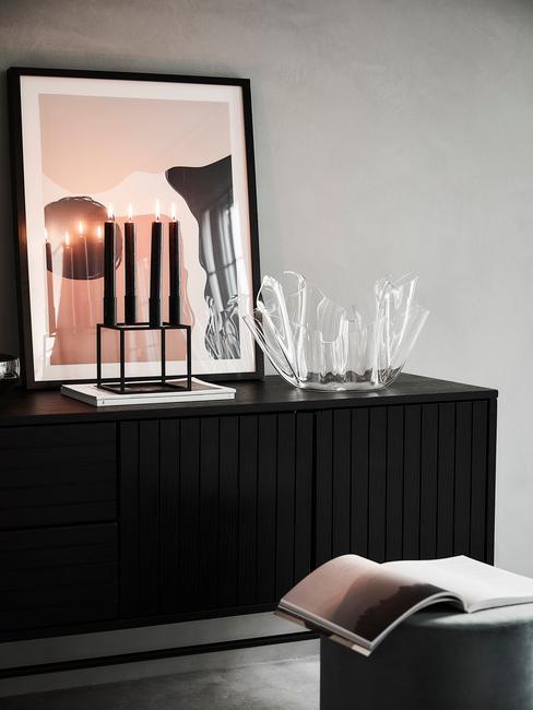 Gang decoratie met dressoir in zwart