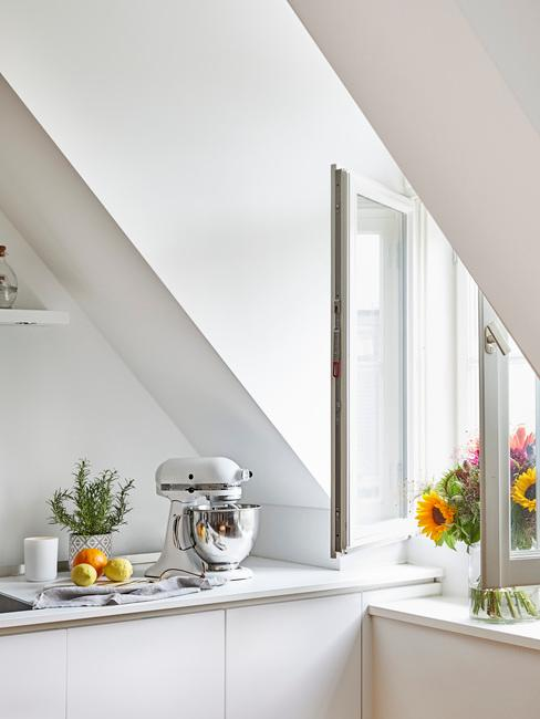 Scandinavische keuken in wit
