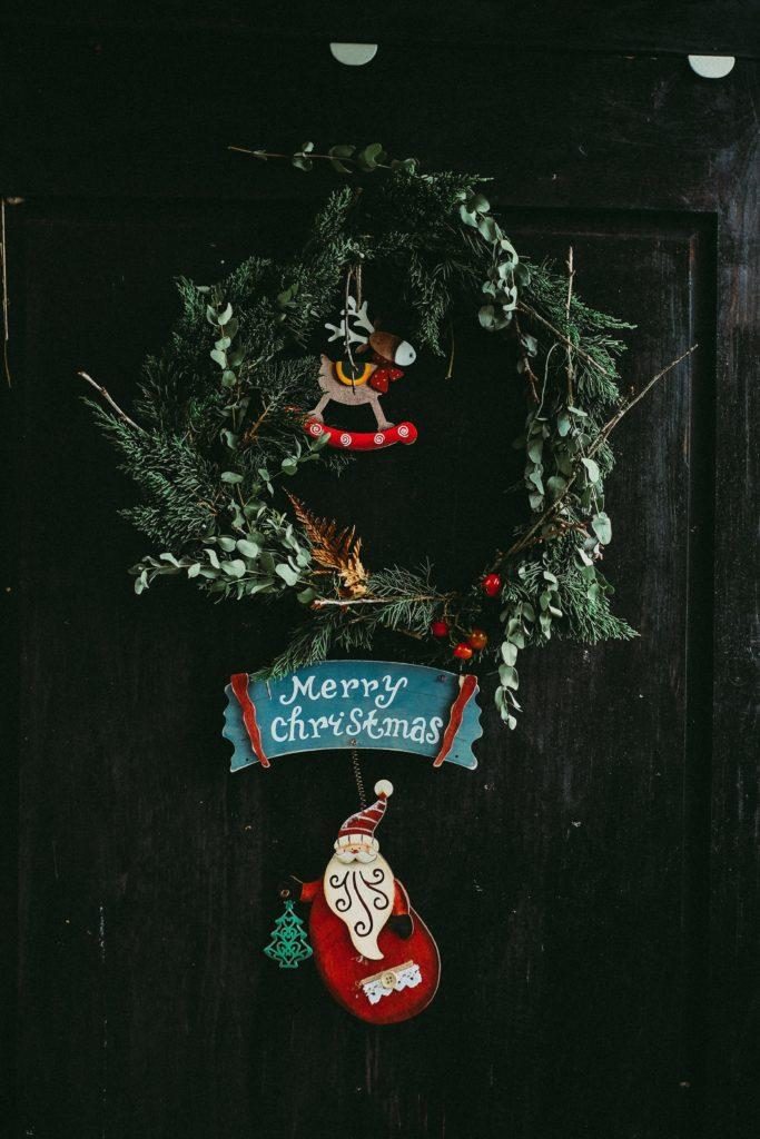 Kerst knutselen krans op deur