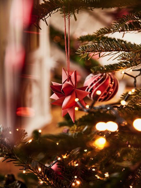 Rode kerstboomversiering, kerstboomversiering in goud