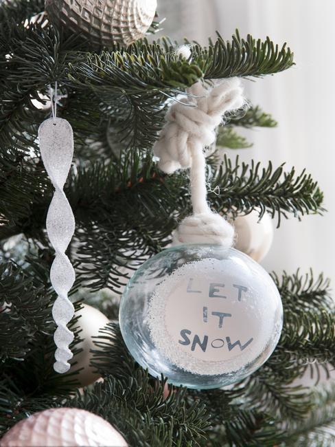 kerstboomversiering in wit