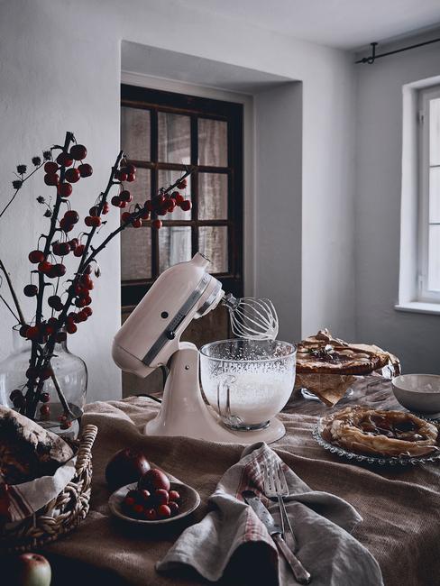kitchenaid kookaccessoires in keuken in wit met bloemen