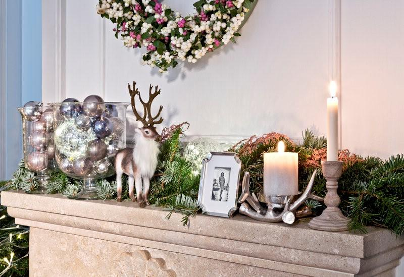 schouw met kerstdecoratie