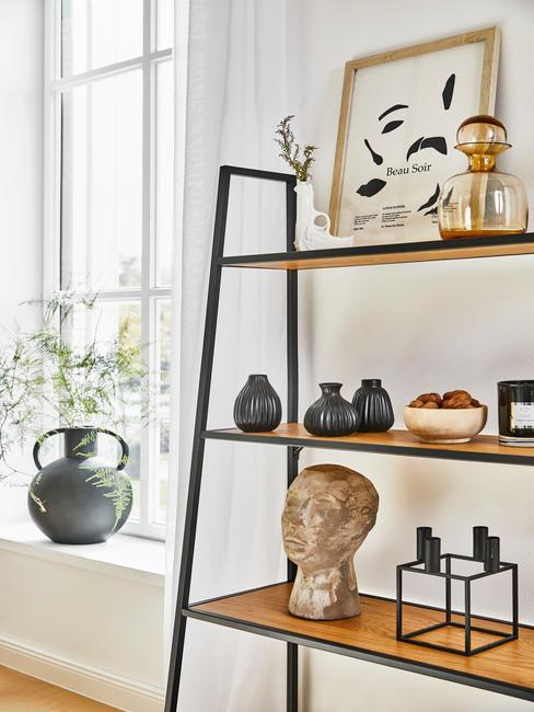 zwart met houten boekenkast met zwarte Dressoir-decoratie