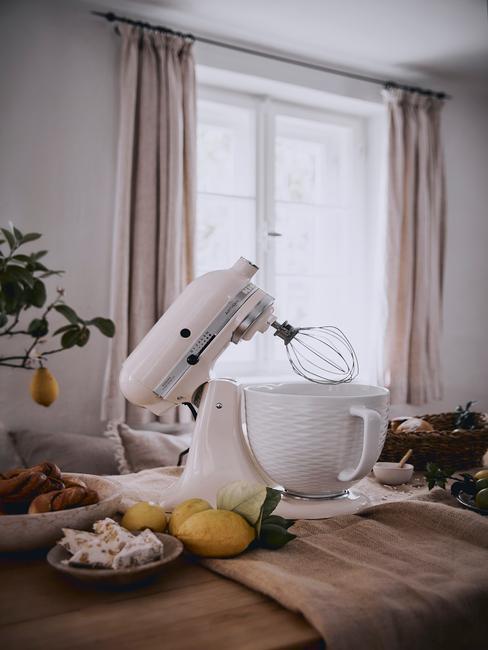Kitchenaid in de keuken met mixer