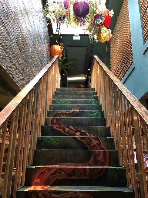 Gastrobar Downtown Oriental Ron Blaauw trap met slang