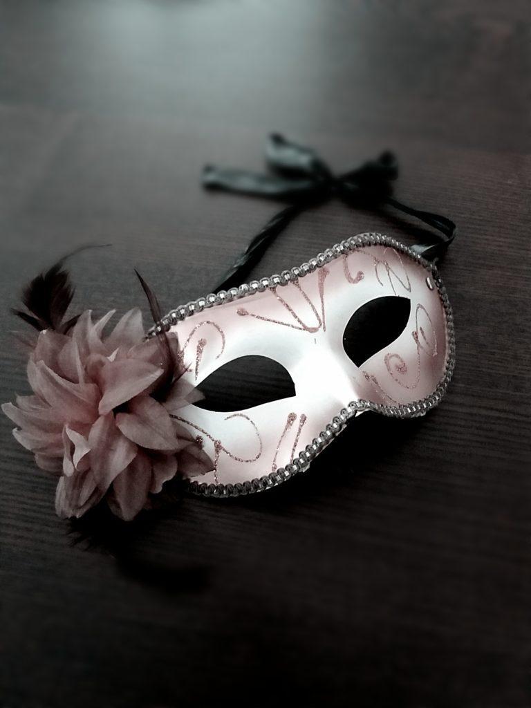 Masker op tafel