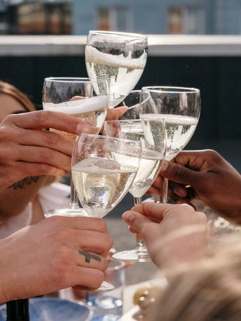 Proost met champagne