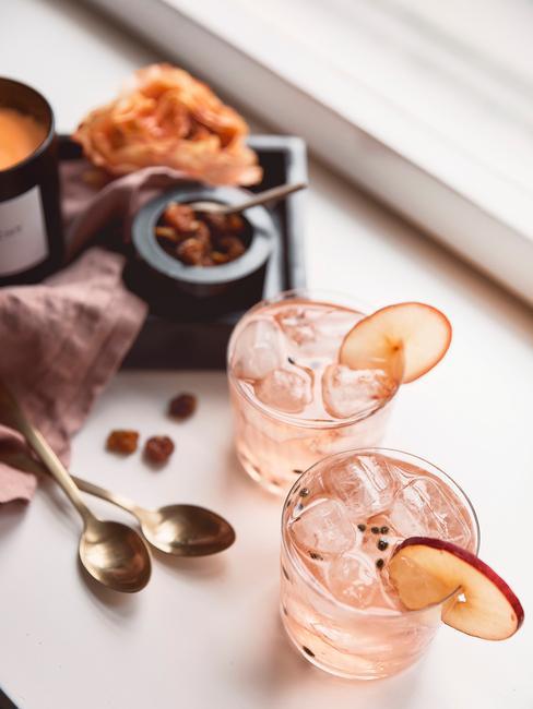 cocktail glazen met vers fruit