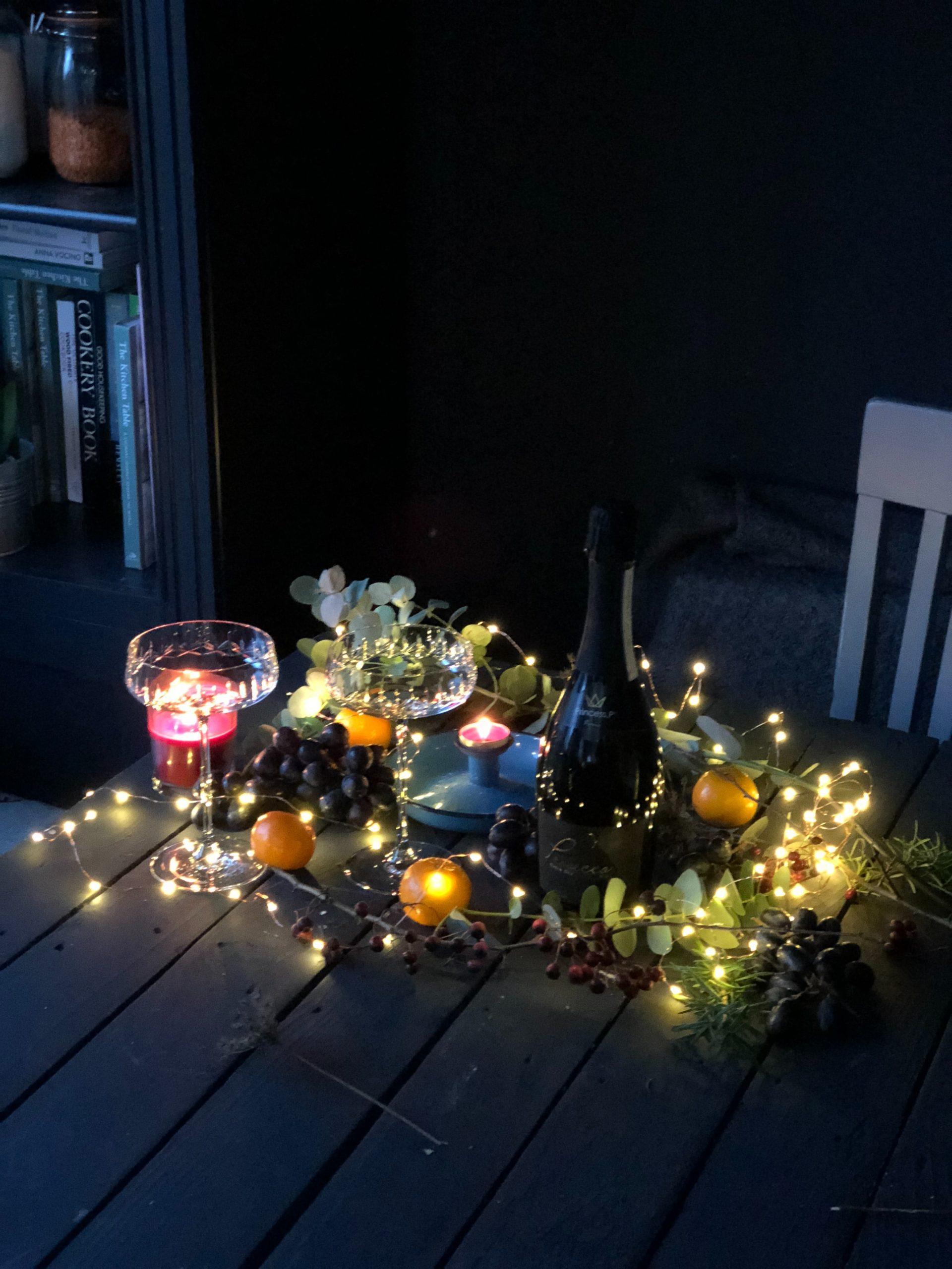 Thuis oud en nieuw vieren versier je tuin voor het samen vuurwerk kijken