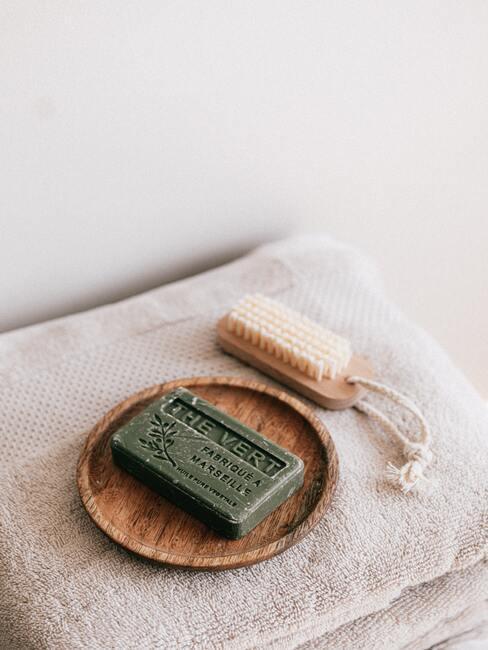 Natuurlijke zeep voor het wassen van haar