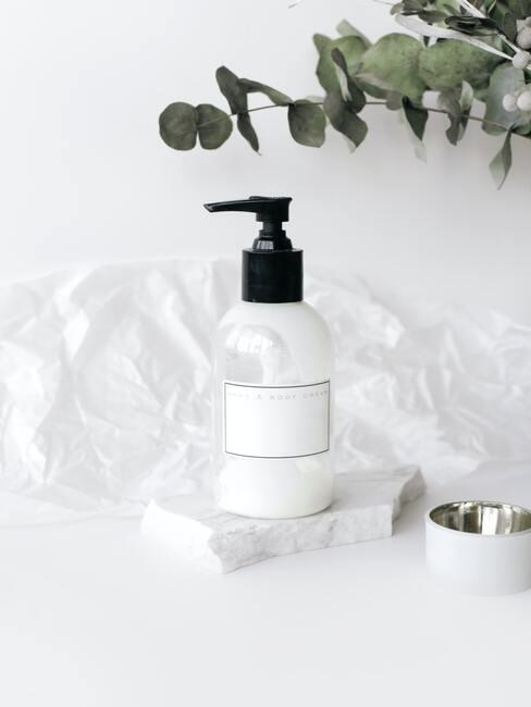 Vloeibare cosmetica voor het verzorgen van een droge huid