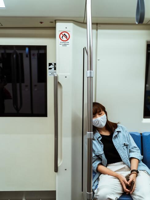 Mondkapje dragen op een openbare plaats