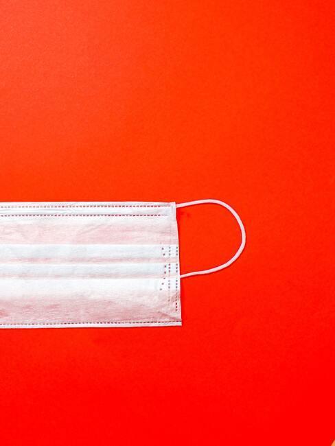 Wit wegwerp mondkapje