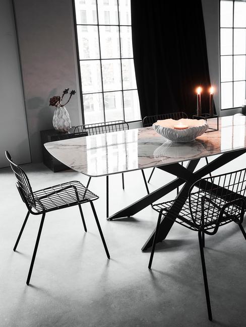 moderne huiskamer met groter ruimen en rechthoekige marmeren eettafel