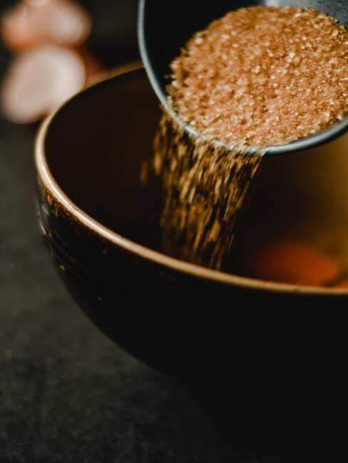 bruine suiker te gebruiken voor het zelf maken van een haarmasker